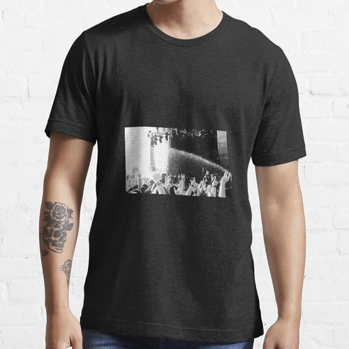 Mosh Pit Bewässerung Essential T-Shirt