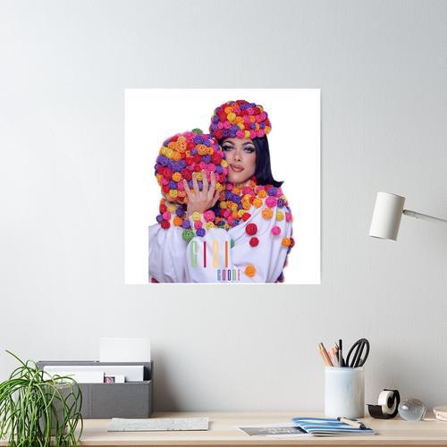 Gigi Goode Ballkleid mit Namen Poster