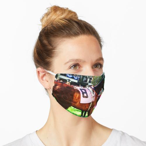 Rennpferd im Paddock Maske