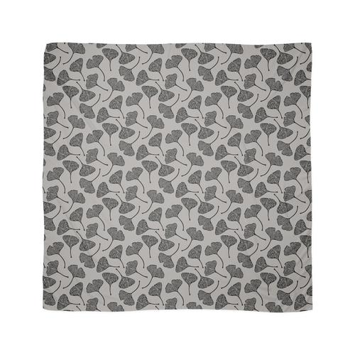 Ginkgo Vector Black auf Warm Grey Tuch